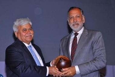 (From R to L): Rajendra S Pawar, Chairman & Co-Founder NIIT Group, receiving 'Lifetime Achievement Award' for his contribution towards shaping the GIS industry in India, from R S Sharma, Secretary, Department of Electronics and Information
