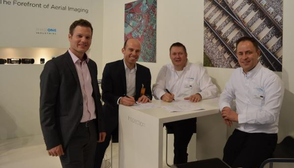 Tobias Wentzler, UAV Flight Systems Manager, Lufthansa Aerial Services (far left) Dr.Benjamin Löhr, Head of Lufthansa Aerial Services (second left) Steve Cooper, VP Sales, Phase One Industrial (third left) Carsten Wieser, Sales Manager (D-A-CH-Benelux), Phase One Industrial (far right)