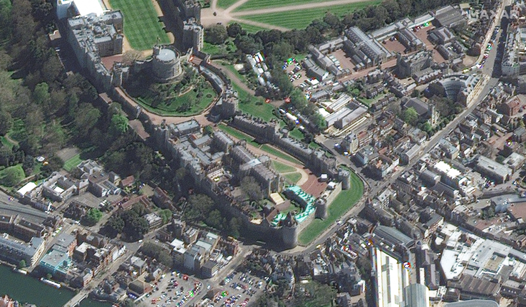 Satellite Imagery: Windsor Castle and St George Chapel, April 17th - image: @Maxar